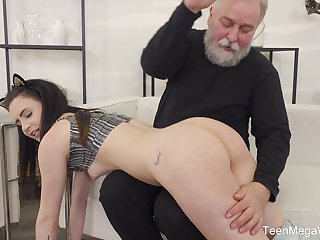 Old guy gets lucky and sticks his prick in wet cunt of Caroline Mann