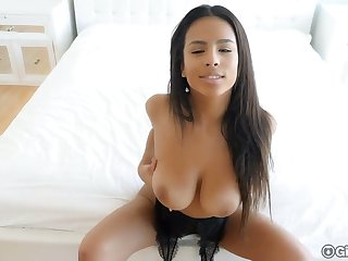 Smoking hot busty babe Autumn Falls and her captivating dripping pussy