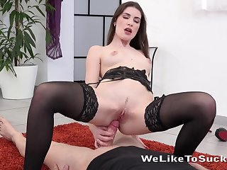 Teen teases him with her cunt and sucks that dick