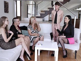 Jasmine Jae shows her fucking skills to her friends on the couch