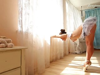 Sexy flexible ballerina Nino Belover and her really arousing solo show