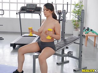 Busty girl works with the dick down at the gym