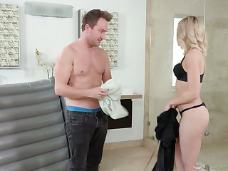 Alluring blonde masseuse Allie Nicole gets oiled and enjoys steamy fuck with her client