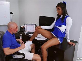 Ebony cheerleader Nia Nacci penetrated by the football player