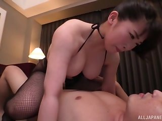 Amateur Japanese girlfriend gets fucked in cowgirl position